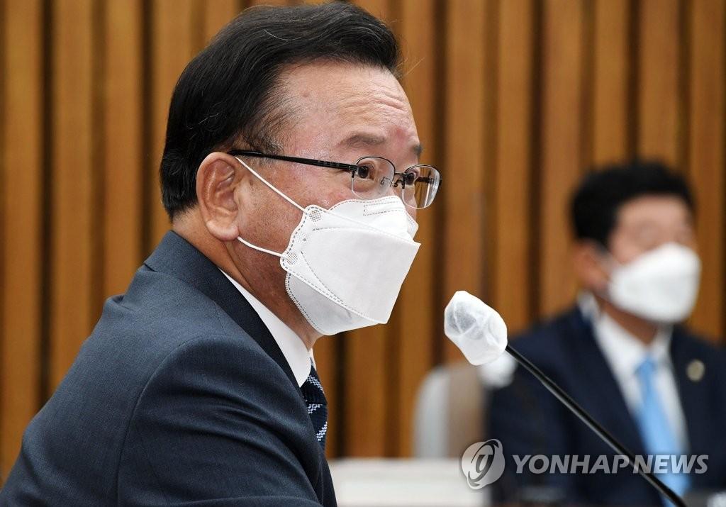 韩总理被提名人:应严肃处理散布反朝传单行为