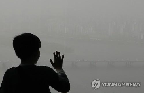 首尔笼罩在雾霾中