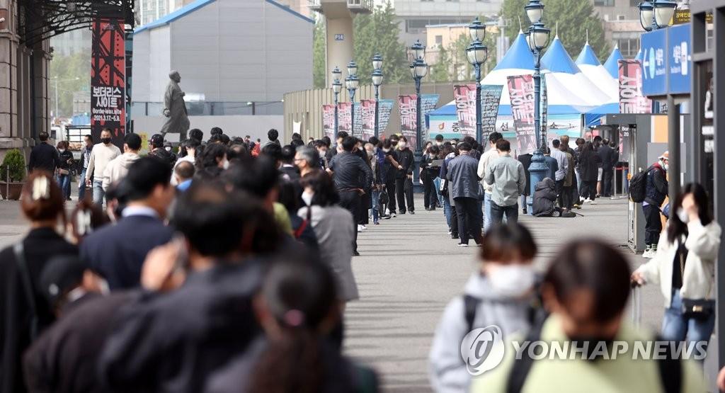 简讯:韩国新增463例新冠确诊病例 累计127772例