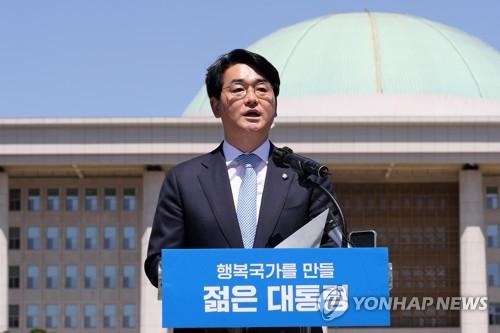 韩执政党议员朴用镇宣布参加大选
