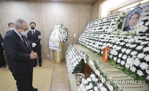 前总理李寿成吊唁已故前总理李汉东
