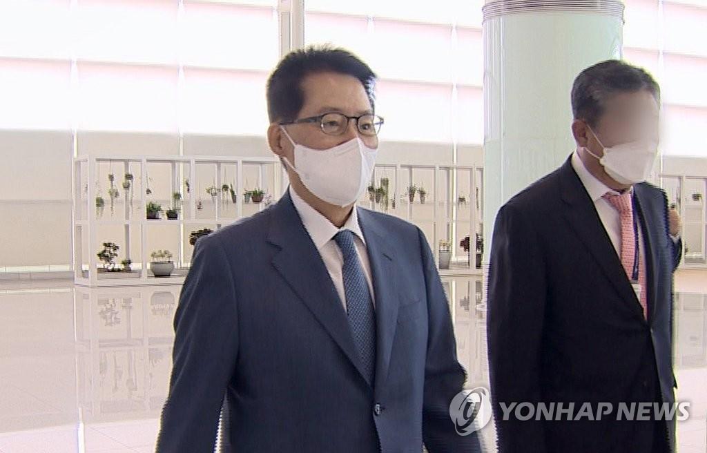 详讯:韩情报首长在东京拜会日本首相菅义伟