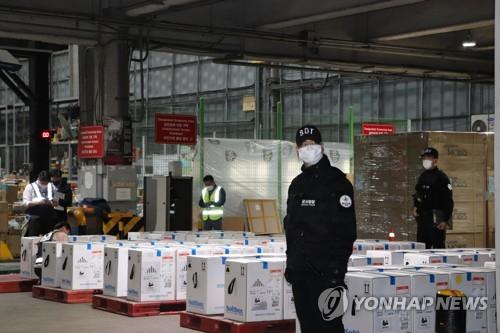 辉瑞疫苗43.8万剂运抵韩国