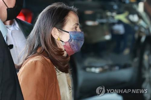 详讯:美国国家情报总监海恩斯抵韩访问