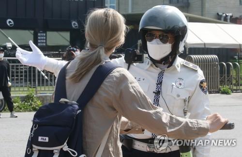 骑滑板车请戴头盔