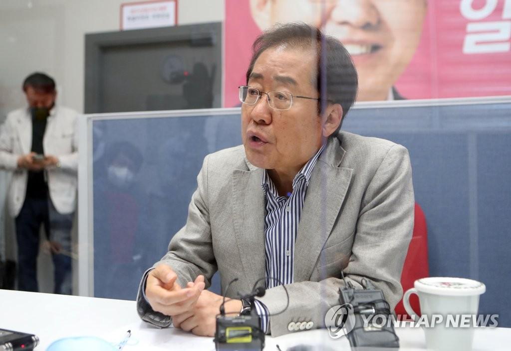 韩国无党籍议员洪准杓恢复国民力量党籍