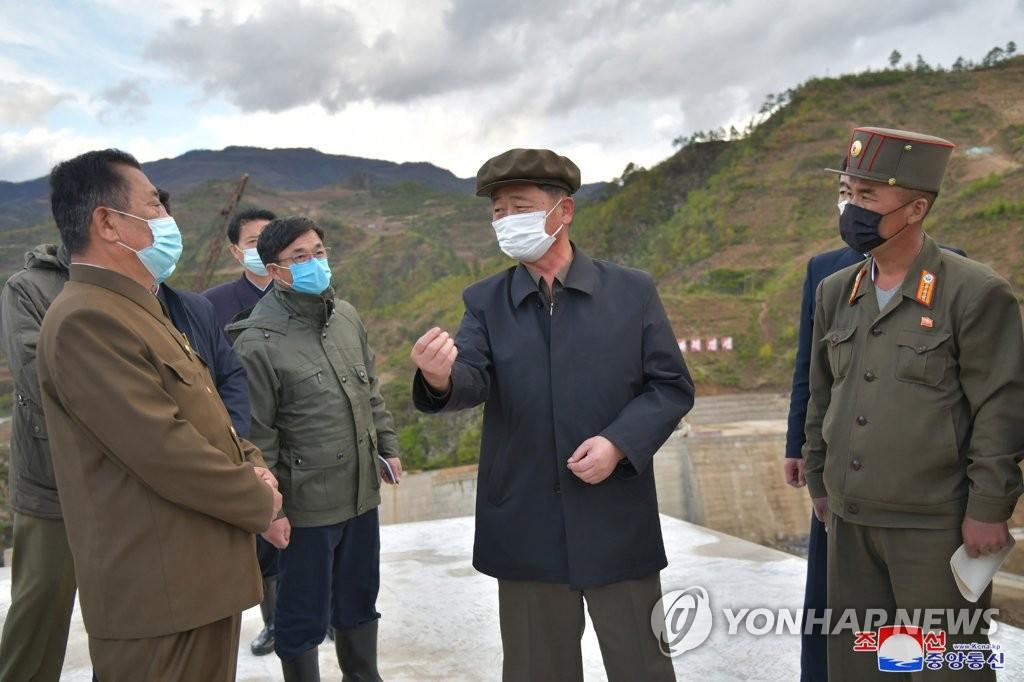 朝鲜内阁总理视察东部地区