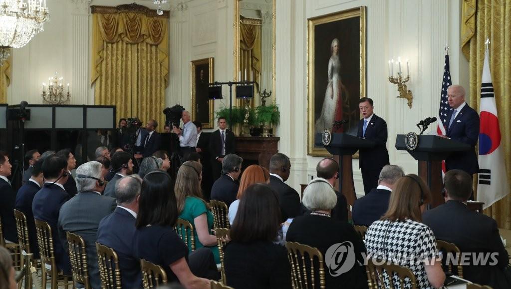 当地时间5月21日下午,在美国白宫,韩国总统文在寅和美国总统拜登在会谈结束后共同会见记者。 韩联社