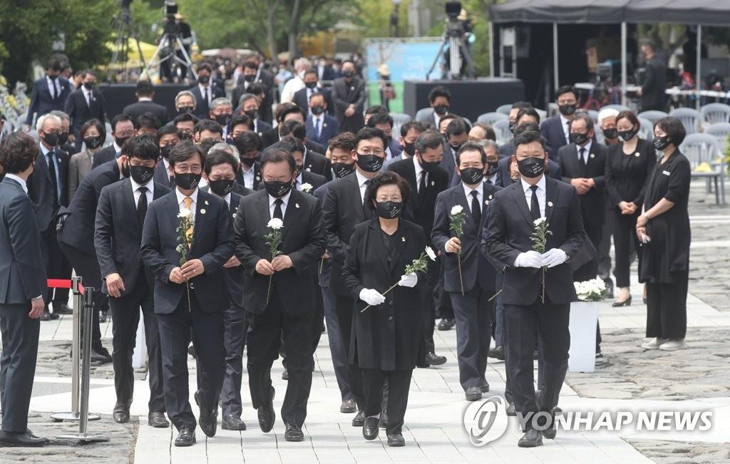 韩国前总统卢武铉逝世十二周年纪念活动举行