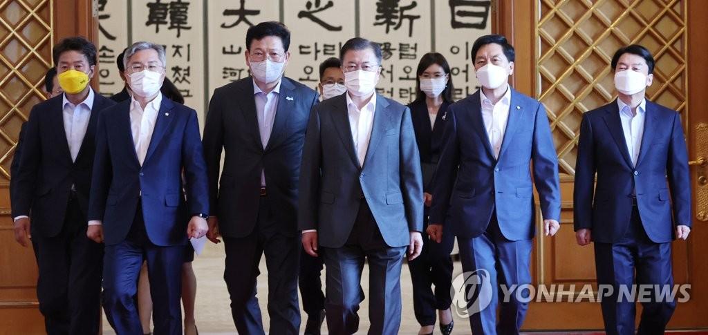 文在寅:韩中就韩美首脑会谈结果进行沟通