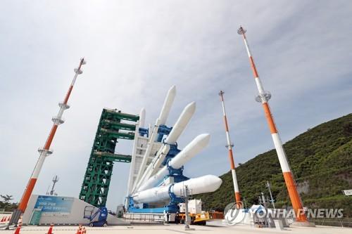 """韩自主研制运载火箭""""世界""""号亮相"""