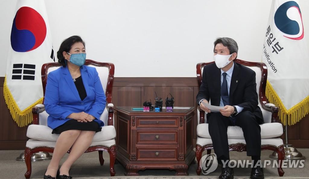韩统一部长会见现代集团会长讨论金刚山旅游问题