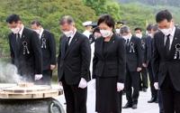文在寅追悼空军性侵案受害人并慰问遗属
