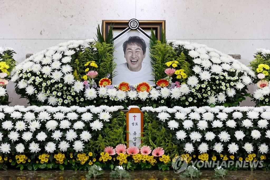 图为设在首尔峨山医院殡仪馆的仁川联合俱乐部前主教练柳想铁灵堂。 韩联社