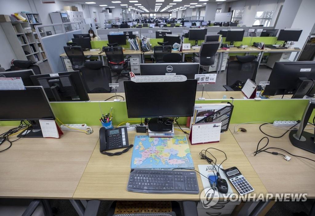 旅行社空荡荡的办公室,图片摄于6月9日。 韩联社