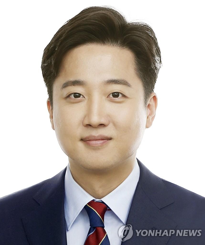 国民力量党新党首李俊锡 韩联社