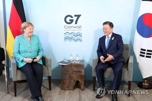韩德领导人在英会晤商讨疫苗合作