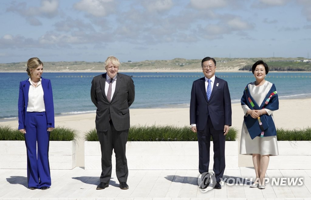文在寅出席G7峰会欢迎仪式