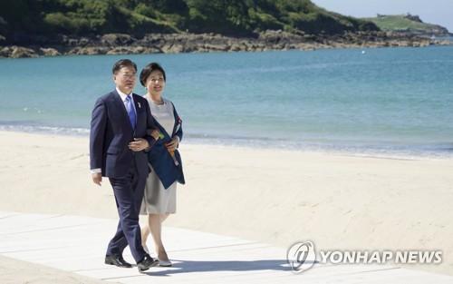 文在寅伉俪出席G7欢迎仪式