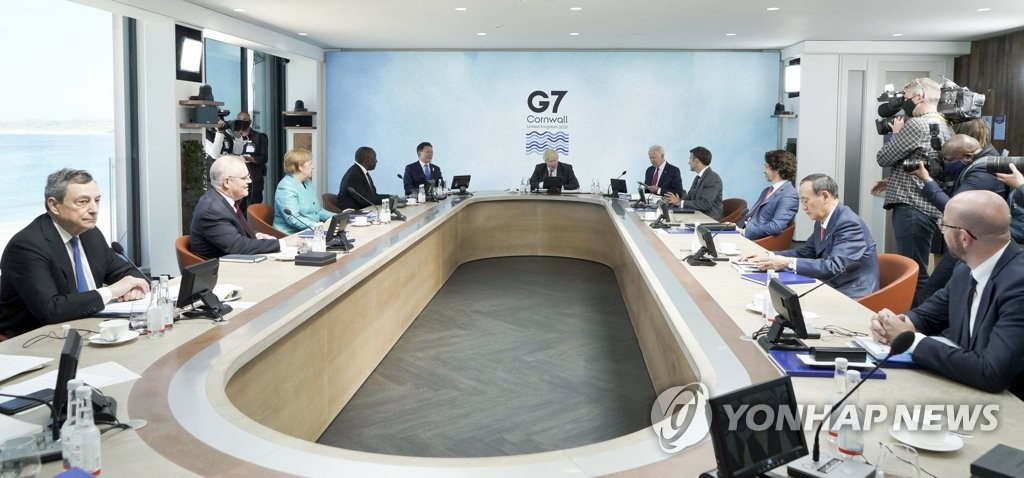 G7峰会首场扩大会议