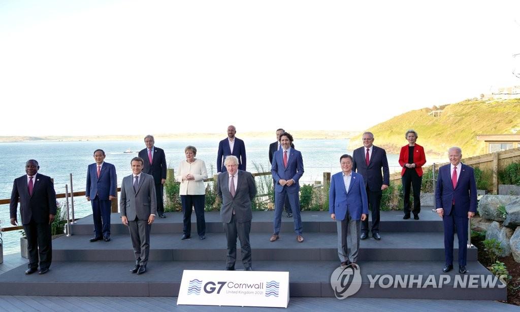G7峰会领导人大合影
