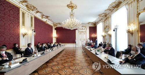 详讯:文在寅同奥地利总统范德贝伦举行会谈
