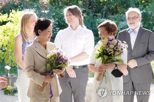 韩总统夫人参观维也纳大学植物园