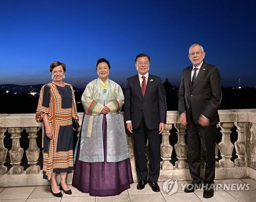 韩奥总统伉俪