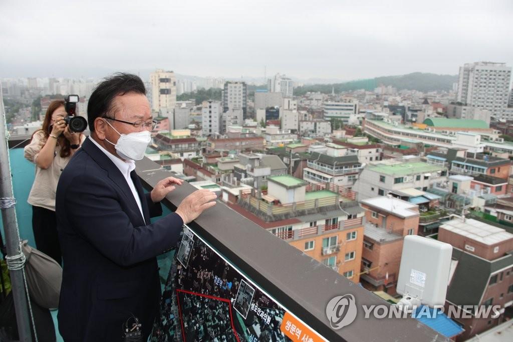 韩总理考察公租房选址地
