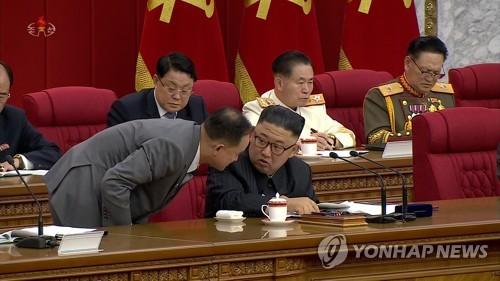 朝鲜劳动党第八届三中全会闭幕