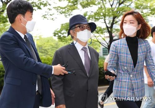 前釜山市长吴巨敦性骚扰案被求判7年
