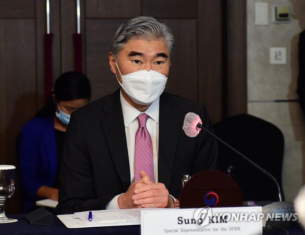 6月21日,在首尔市中区的乐天酒店,星·金出席朝核问题韩美首席代表磋商。 韩联社/联合摄影记者团