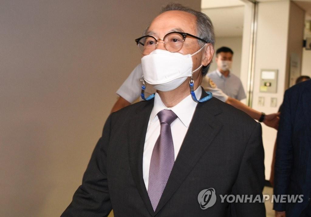 资料图片:吴巨敦出庭受审。 韩联社