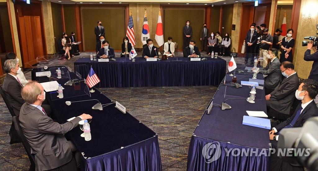 6月21日,韩美日对朝首席代表会议在位于首尔市中区的乐天酒店举行。 韩联社/联合摄影记者团