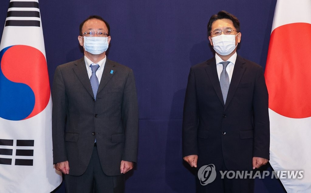 韩日对朝代表合影