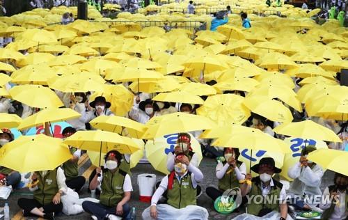 示威呼吁扩充公共医疗