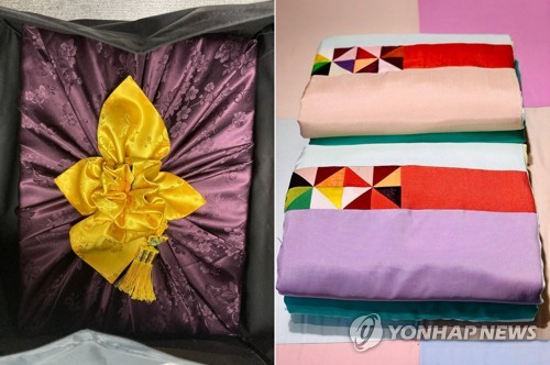 文在寅向在韩支医奥地利护士赠送礼物
