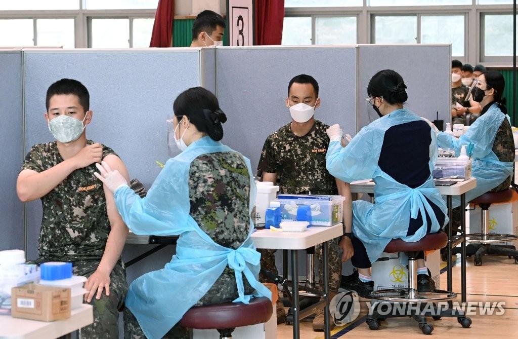 部队接种新冠疫苗