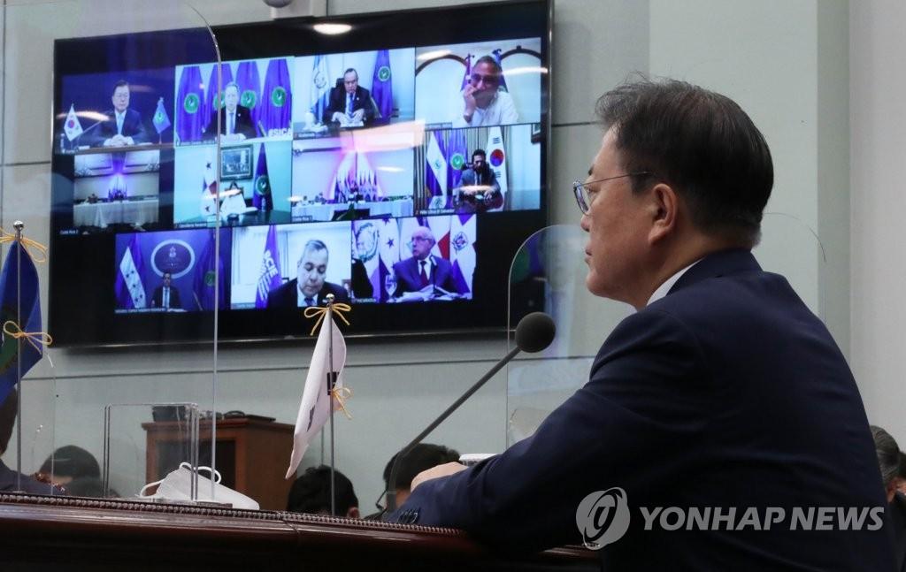 6月25日,在青瓦台,韩国总统文在寅出席以视频方式举行的韩国与中美洲一体化体系(SICA)第四次峰会。 韩联社