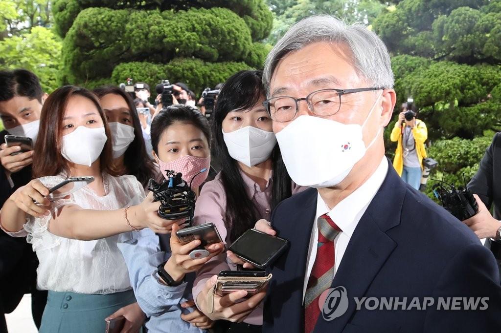 韩监查院院长崔在亨向总统请辞