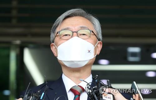 韩国前监查院院长崔在亨宣布从政