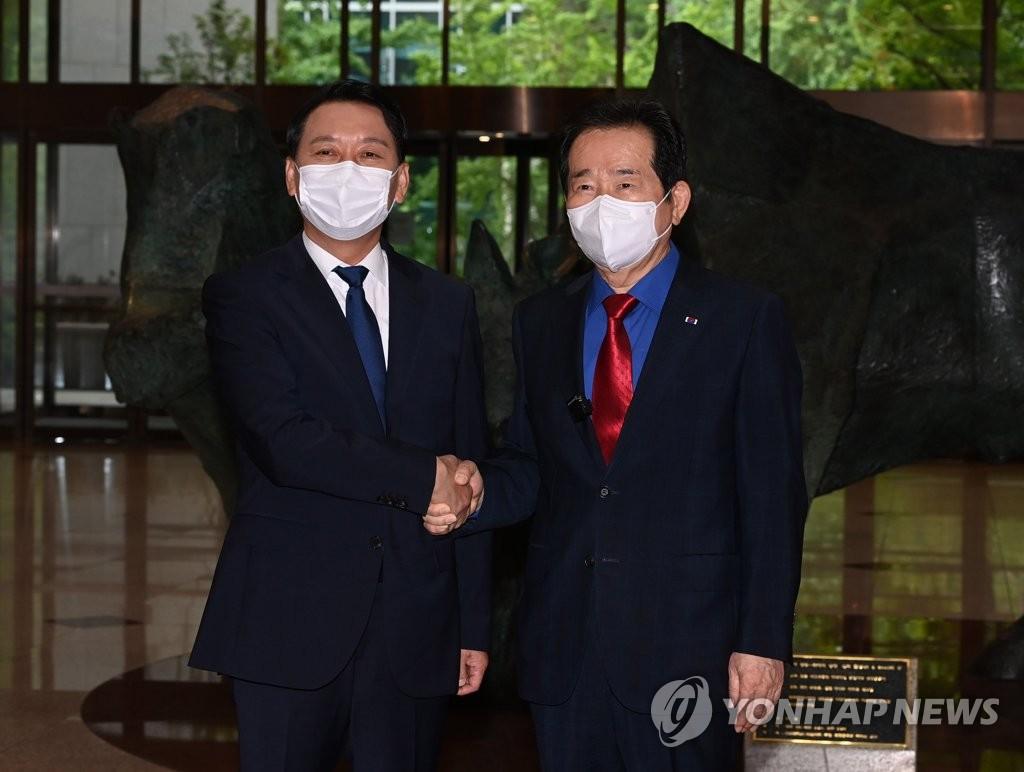 韩执政党两名总统人选宣布推单一候选人