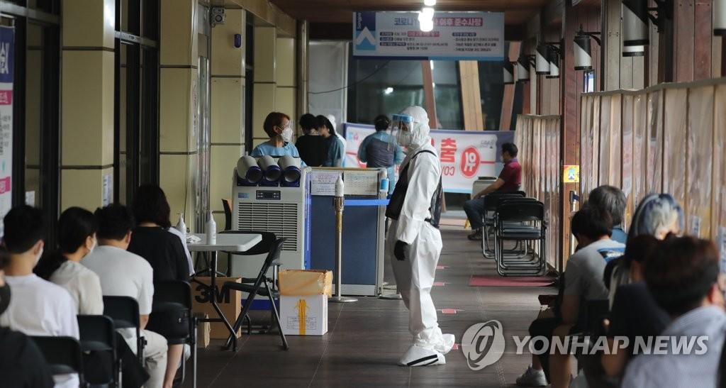 简讯:韩国新增711例新冠确诊病例 累计160795例