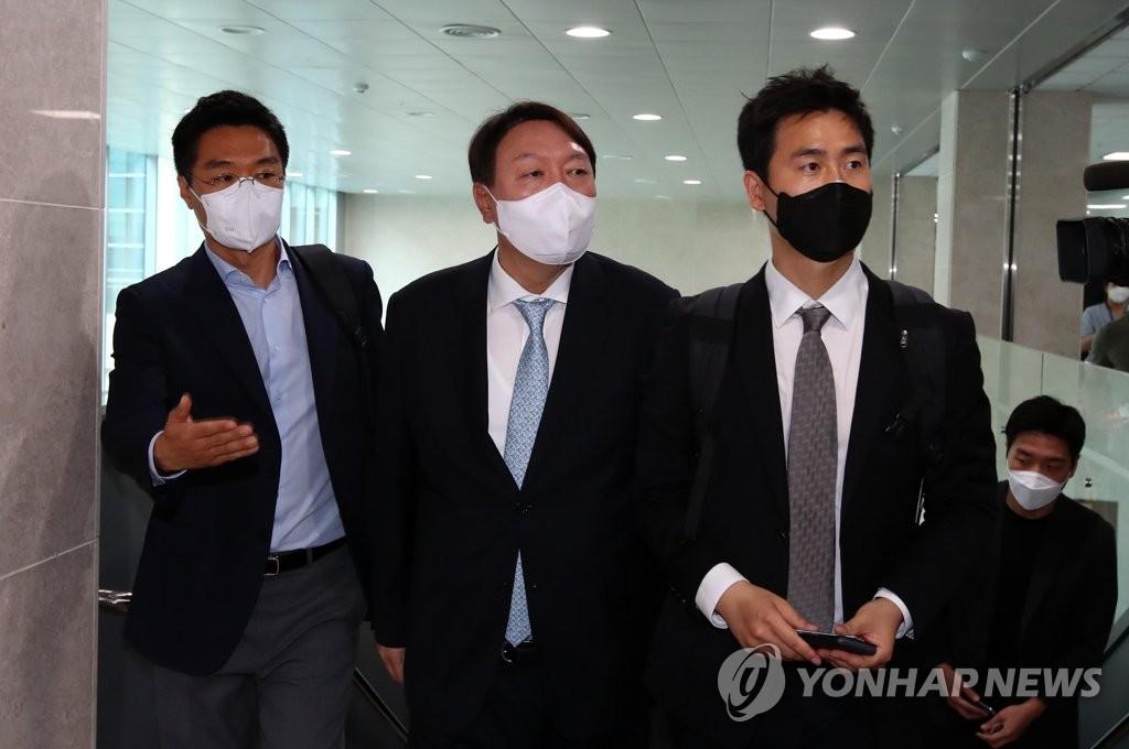 韩前检察总长尹锡悦岳母被捕为大选格局添变数