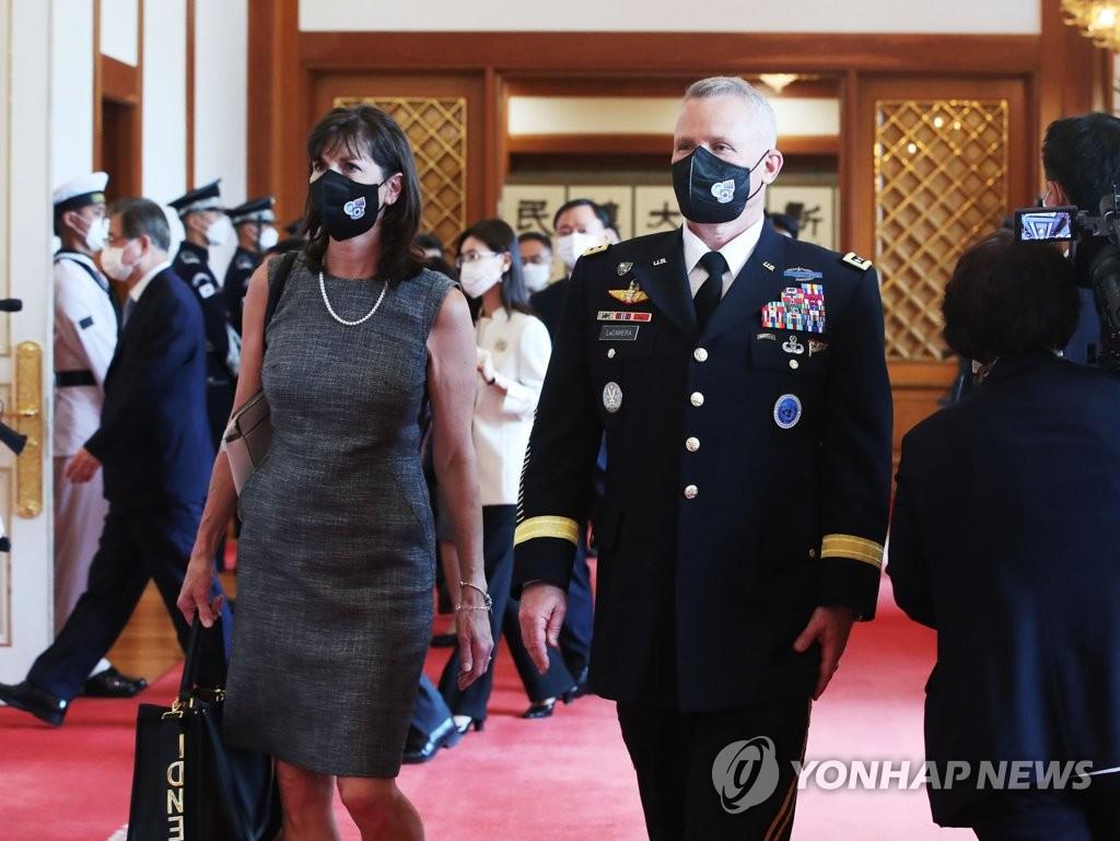 韩美联合司令部新任司令拉卡梅拉就职