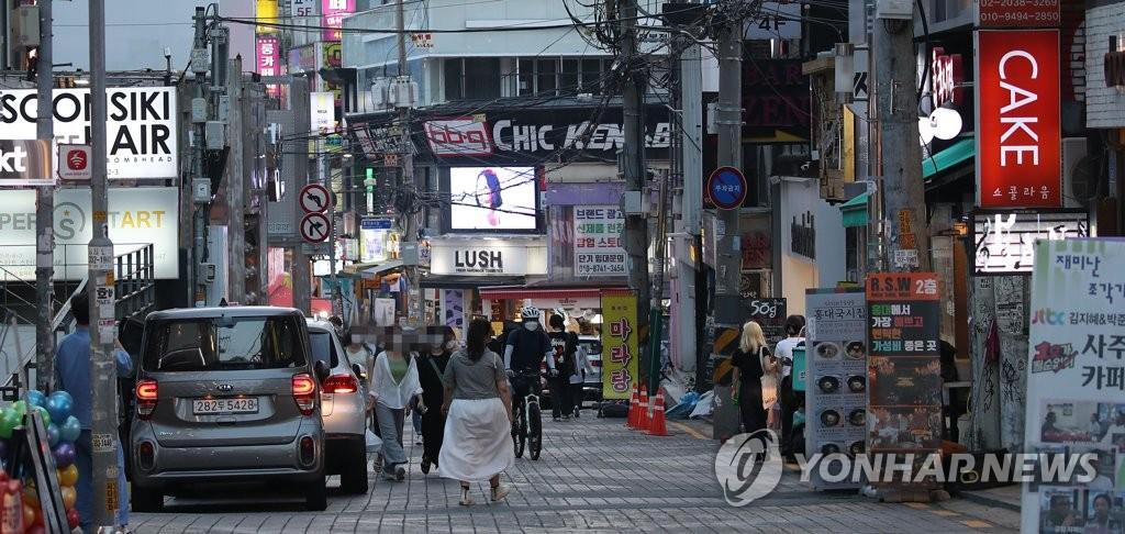 资料图片:弘大商业街 韩联社