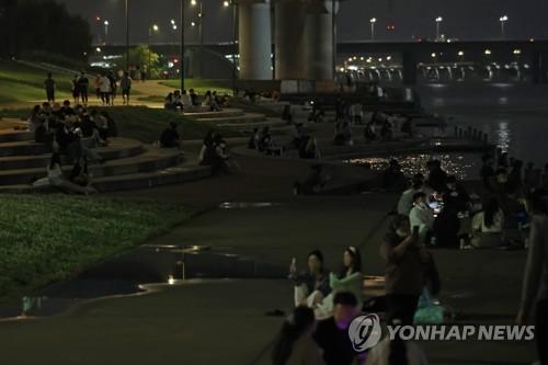 首尔汉江公园明起晚10点后禁止饮酒