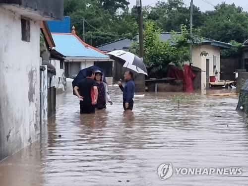 详讯:韩国南部地区遭遇暴雨致1人死亡