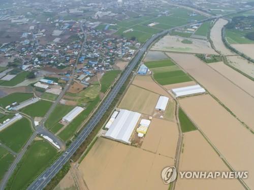 韩国南部地区遭遇暴雨致2人死亡