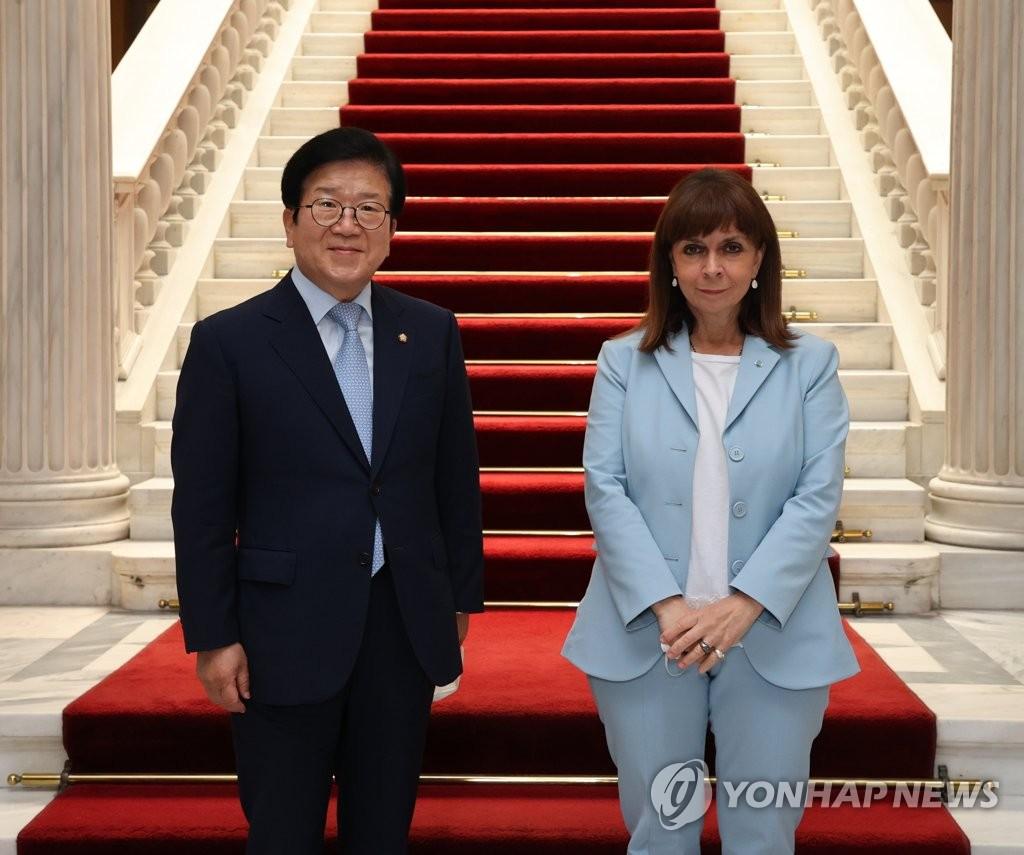 韩国会议长朴炳锡拜会希腊总统萨克拉罗普卢